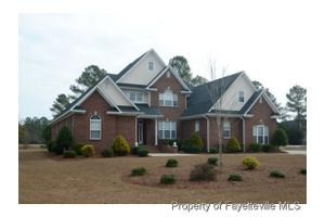 241 Stoneleigh Dr, Fayetteville, NC 28311