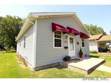 330 Sumner St, Carlinville, IL 62626