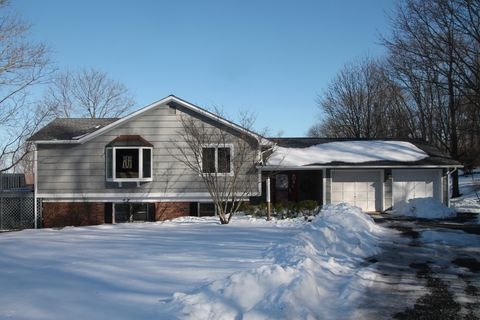 22 Sand Hill Rd, Clinton Township, NJ 08809