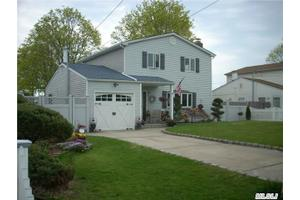 176 Smith St, Patchogue, NY 11772