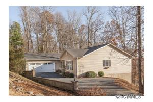 3 Candlestick Dr, Zirconia, NC 28790