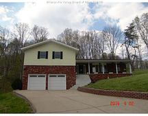 108 Queens Ct, Cross Lanes, WV 25313