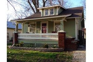 1647 E Belmont St, Springfield, MO 65802