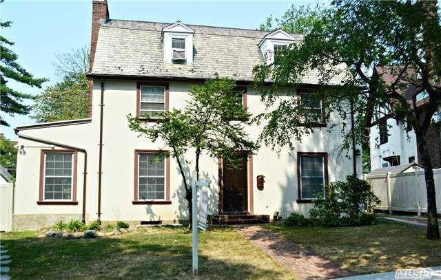 134 Audley St, Richmond Hill, NY 11418 - realtor.com®