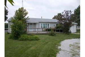 5105 Lake Rd, Mattoon, IL 61938