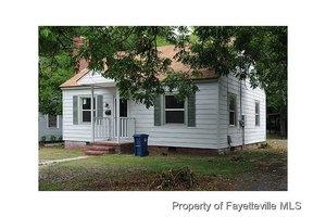 220 Windsor Dr, Fayetteville, NC 28301