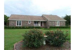 530 W Butternut Rd, Summerville, SC 29483