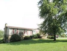 14 Gregory Dr, Newton, IL 62448