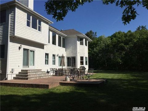 10 Corbett Dr, East Quogue, NY 11942