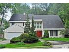 15 Shadetree Ln, Roslyn Heights, NY 11577