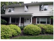 15 E Mayer Dr, Suffern, NY 10901