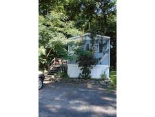 11 Square Hill Rd, New Windsor, NY 12553