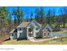 7 Wolf Hollow Rd, Stroudsburg, PA 18360