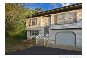 760 Sandhill Point Rd Apt P, Hudson, WI 54016