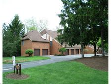 4675 Mayfield Rd Apt B, South Euclid, OH 44121