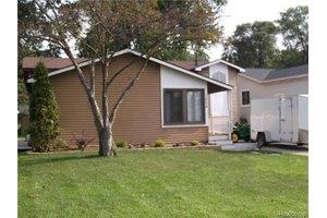 3834 Oak Knoll Rd, Waterford Twp, MI 48328