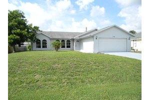 1074 SW Placetas Ave, Port Saint Lucie, FL 34953