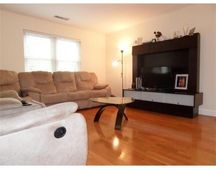 217 Thorndike St Apt 305, Cambridge, MA 02141