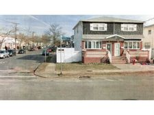 811 Tysens Ln, St Island, NY 10306