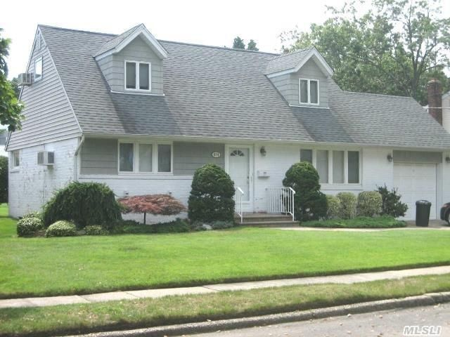 474 Chamberlin St, East Meadow, NY 11554