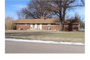401 S Topaz Ln, Wichita, KS 67209