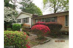 2811 Kilbourne Dr, Greensboro, NC 27407