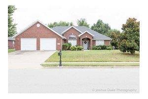 4421 W Castlebury Ln, Fayetteville, AR 72704