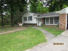 6221 W Maple Rd, West Bloomfield Township, MI 48322