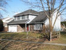 517 Midlane Dr, Crystal Lake, IL 60012