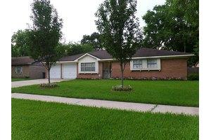 6014 Fontenelle Dr, Houston, TX 77035