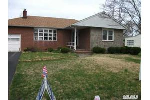 Photo of 3 Keats Pl,Greenlawn, NY 11740