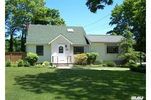 37 Brookhaven Dr, Rocky Point, NY 11778
