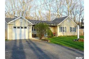 53 Brookhaven Dr, Rocky Point, NY 11778