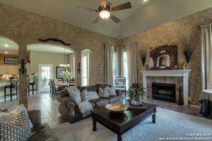 5211 Newcastle Ln, San Antonio, TX 78249