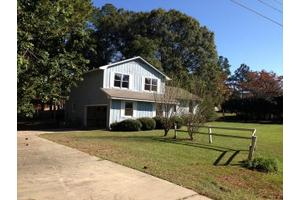 1805 Dallas Dr, Tifton, GA 31794