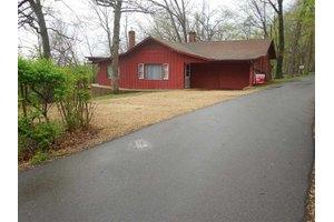 2733 Cottage Ln, Freeport, IL 61032