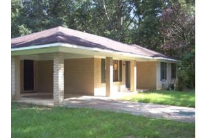 607 11th St, McComb, MS 39648