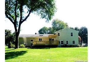 59 Arrowhead Ln, Penfield, NY 14526