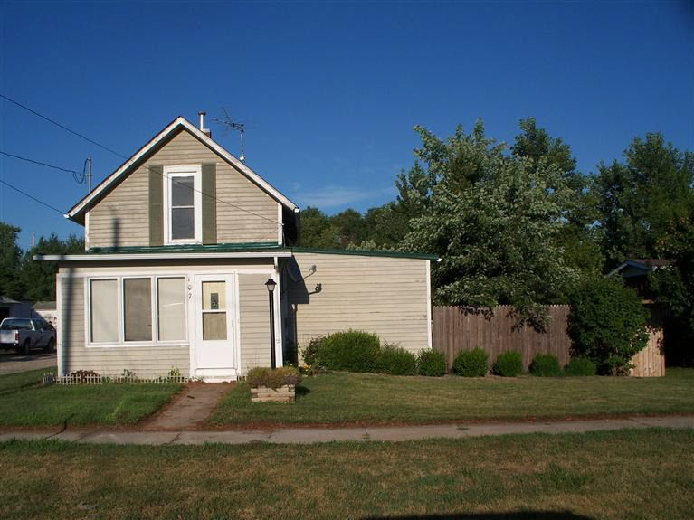 107 S Mulberry St, New Sharon, IA 50207
