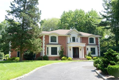 5 Stafford Ave, Woodbury, NY 11797