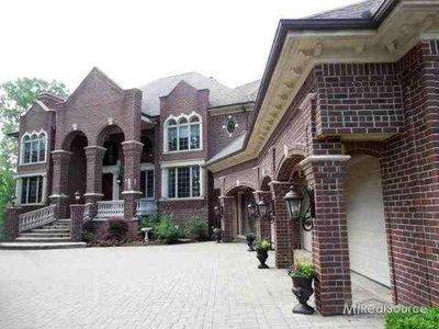3725 Rosewood Ln, Rochester Hills, MI