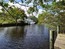 4516 Shark Dr, Bradenton, FL 34208