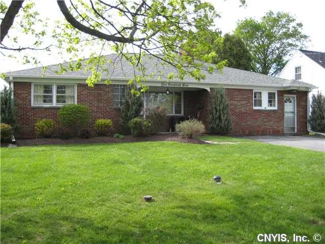 109 Kenwick Dr Syracuse, NY 13208