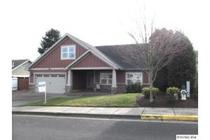 305 NE Holiday Ave, Dallas, OR 97338