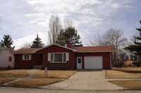 713 Wadge Ave S, Park River, ND 58270