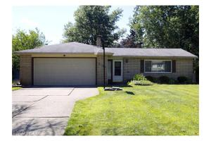 6188 Somerset Dr, North Olmsted, OH 44070