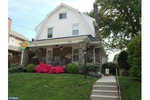 817 Foss Ave, Drexel Hill, PA 19026