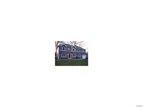 29 Villa Dr, Nanuet, NY 10954