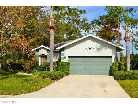 148 Stanhope Cir, Naples, FL 34104