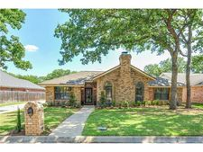 2105 Rockbrook Dr, Arlington, TX 76006